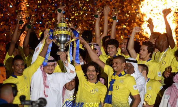 احتفالات الفريق النصراوي [ بعد التتويج في منزل رئيس النادي ]